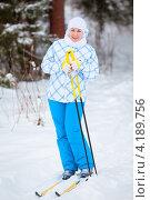Купить «Девушка на лыжах в полный рост», фото № 4189756, снято 6 января 2013 г. (c) Кекяляйнен Андрей / Фотобанк Лори