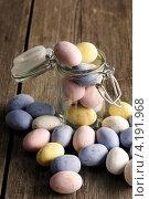 Купить «Разноцветные шоколадные яйца», фото № 4191968, снято 29 декабря 2012 г. (c) Николай Охитин / Фотобанк Лори