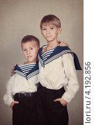 Купить «Мальчики-братья в костюмах моряков», фото № 4192856, снято 2 ноября 2012 г. (c) Римма Зайцева / Фотобанк Лори