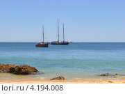 Туристические развлечения - прогулки на яхтах, стилизованных под пиратские корабли (2012 год). Редакционное фото, фотограф Елена Бут / Фотобанк Лори