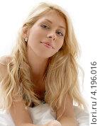 Купить «Портрет соблазнительной девушки со светлыми волосами и идеальной кожей на белом фоне», фото № 4196016, снято 15 августа 2006 г. (c) Syda Productions / Фотобанк Лори