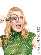 Купить «Веселая молодая блондинка дурачится с лупой в руках», фото № 4196132, снято 28 марта 2010 г. (c) Syda Productions / Фотобанк Лори
