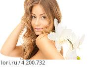 Купить «Привлекательная молодая женщина с длинными волосами с нежным цветком в руке», фото № 4200732, снято 14 августа 2010 г. (c) Syda Productions / Фотобанк Лори