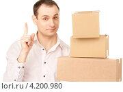 Купить «Молодой бизнесмен с посылкой в коробке на белом фоне», фото № 4200980, снято 25 апреля 2010 г. (c) Syda Productions / Фотобанк Лори