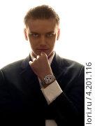 Купить «Портрет молодого бизнесмена с часами на руке в контровом свете», фото № 4201116, снято 28 января 2006 г. (c) Syda Productions / Фотобанк Лори