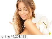 Купить «Привлекательная молодая женщина с длинными волосами с нежным цветком в руке», фото № 4201188, снято 14 августа 2010 г. (c) Syda Productions / Фотобанк Лори