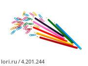 Цветные карандаши и скрепки. Стоковое фото, фотограф Евгений Заржицкий / Фотобанк Лори