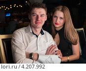 Купить «Красивая молодая пара в кафе», эксклюзивное фото № 4207992, снято 19 января 2013 г. (c) Игорь Низов / Фотобанк Лори
