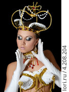 Купить «Танцовщица в костюме императрицы», фото № 4208204, снято 20 октября 2012 г. (c) Воронин Владимир Сергеевич / Фотобанк Лори