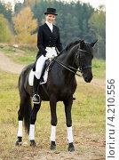 Девушка жокей верхом на лошади. Стоковое фото, фотограф Дмитрий Калиновский / Фотобанк Лори