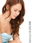 Купить «Привлекательная стройная молодая женщина с полотенцем на теле на белом фоне», фото № 4216948, снято 11 сентября 2010 г. (c) Syda Productions / Фотобанк Лори