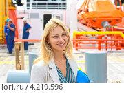 Женщина - инженер  на судостроительном заводе. Стоковое фото, фотограф Николай Кокарев / Фотобанк Лори