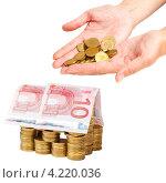 Купить «Дом, построенный из монет и купюр», фото № 4220036, снято 23 января 2020 г. (c) Mikhail Starodubov / Фотобанк Лори