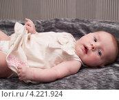 Купить «Четырехмесячная девочка», эксклюзивное фото № 4221924, снято 20 ноября 2012 г. (c) Алина Голышева / Фотобанк Лори