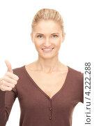 Купить «Веселая молодая женщина подняла большой палец на руке вверх на белом фоне», фото № 4222288, снято 18 сентября 2010 г. (c) Syda Productions / Фотобанк Лори