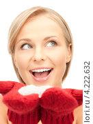 Купить «Милая молодая женщина с красными вязаными варежками на белом фоне», фото № 4222632, снято 30 октября 2010 г. (c) Syda Productions / Фотобанк Лори
