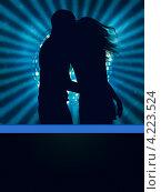 Купить «Силуэт молодой влюбленной пары на вечеринке», иллюстрация № 4223524 (c) Анна Павлова / Фотобанк Лори