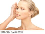 Купить «Портрет очаровательной молодой женщины с безупречной кожей крупным планом», фото № 4223948, снято 30 октября 2010 г. (c) Syda Productions / Фотобанк Лори