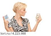 Купить «Счастливая женщина с долларами и евро в руках», фото № 4223988, снято 24 июля 2010 г. (c) Syda Productions / Фотобанк Лори