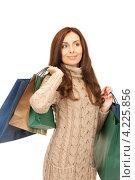 Купить «Привлекательная молодая женщина возвращается из магазина с покупками в пакетах», фото № 4225856, снято 6 ноября 2010 г. (c) Syda Productions / Фотобанк Лори