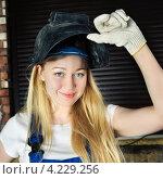 Купить «Красивая женщина в маске сварщика», фото № 4229256, снято 30 апреля 2012 г. (c) Петр Малышев / Фотобанк Лори