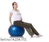 Купить «Активная беременная женщина делает спортивные упражнения на белом фоне. Забота о здоровье и беременность.», фото № 4234772, снято 24 февраля 2012 г. (c) Мельников Дмитрий / Фотобанк Лори