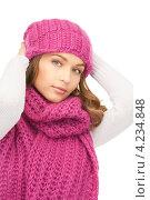 Купить «Очаровательная девушка в розовой вязаной шапке», фото № 4234848, снято 10 октября 2010 г. (c) Syda Productions / Фотобанк Лори