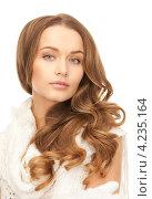 Купить «Очаровательная молодая женщина с длинными волосами в шерстяном платье», фото № 4235164, снято 10 октября 2010 г. (c) Syda Productions / Фотобанк Лори