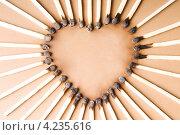 Сожженные спички выложены в форме сердца. Стоковое фото, фотограф Андрей Дыкун / Фотобанк Лори