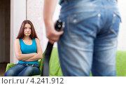 Купить «Супружеская пара во время ссоры дома», фото № 4241912, снято 21 октября 2012 г. (c) Яков Филимонов / Фотобанк Лори