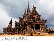 Купить «Огромный деревянный буддистский Храм Святилище Истины в Паттайе, Таиланд», фото № 4250856, снято 16 декабря 2010 г. (c) Николай Винокуров / Фотобанк Лори