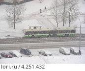 Купить «Снегопад в Москве, улица Новокосинская, район Новокосино», эксклюзивное фото № 4251432, снято 29 января 2013 г. (c) lana1501 / Фотобанк Лори