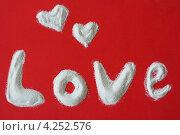 Надпись LOVE из белых крупинок на красном фоне. Стоковое фото, фотограф Сиверина Лариса Игоревна / Фотобанк Лори