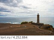 Купить «Маяк на берегу Атлантического океана, Азорские острова», фото № 4252884, снято 4 мая 2012 г. (c) Юлия Бабкина / Фотобанк Лори