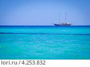 Парусник в лазурном море. Монделло (Сицилия) Стоковое фото, фотограф Anna Romashova / Фотобанк Лори