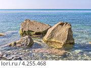 Купить «Крупные камни вдоль берега Черного моря для защиты от размыва волнами», фото № 4255468, снято 2 сентября 2012 г. (c) Владимир Сергеев / Фотобанк Лори