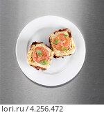 Купить «Тосты с сыром и кружком помидора», фото № 4256472, снято 24 января 2020 г. (c) Food And Drink Photos / Фотобанк Лори