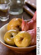 Купить «Мочёные яблоки», эксклюзивное фото № 4257924, снято 18 января 2013 г. (c) Александр Курлович / Фотобанк Лори