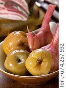 Купить «Мочёные яблоки», эксклюзивное фото № 4257932, снято 18 января 2013 г. (c) Александр Курлович / Фотобанк Лори
