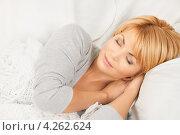 Купить «Молодая женщина спит в кровати», фото № 4262624, снято 26 сентября 2010 г. (c) Syda Productions / Фотобанк Лори