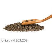 Деревянный совок и сухие чайные листья. Стоковое фото, фотограф Владимир Киликовский / Фотобанк Лори