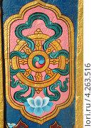 Архитектурная деталь буддийского монастыря - Колесо Дхармы, один из Восьми Благоприятных Символов Буддийского Учения, символ дарования Учения Буддой (2012 год). Стоковое фото, фотограф крижевская юлия валерьевна / Фотобанк Лори