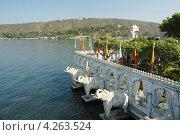 Вид из Летнего двораца на острове Джаг Мандир, Удайпур, Раджастан, Индия (2012 год). Стоковое фото, фотограф крижевская юлия валерьевна / Фотобанк Лори