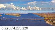 Купить «Висячий вантовый автомобильный и балочный железнодорожный мосты через реку», фото № 4270220, снято 15 сентября 2011 г. (c) Владимир Мельников / Фотобанк Лори