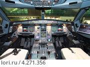 Купить «Пилотская кабина самолета Airbus A-340-500», эксклюзивное фото № 4271356, снято 9 октября 2012 г. (c) Александр Тарасенков / Фотобанк Лори