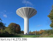 Водонапорная башня Svampen (Гриб) в Эребру, Швеция (2012 год). Редакционное фото, фотограф Михаил Марковский / Фотобанк Лори