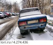 Купить «Машина, припаркованная на тротуаре, улица Хабаровская, район Гольяново, Москва», эксклюзивное фото № 4274436, снято 3 февраля 2013 г. (c) lana1501 / Фотобанк Лори