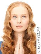 Купить «Деловая девушка в голубом свитере сложила руки в молитве», фото № 4282344, снято 27 ноября 2010 г. (c) Syda Productions / Фотобанк Лори