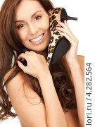 Купить «Счастливая брюнетка с длинными волосами прижимает к себе туфли на каблуке леопардовой расцветки», фото № 4282564, снято 6 ноября 2010 г. (c) Syda Productions / Фотобанк Лори