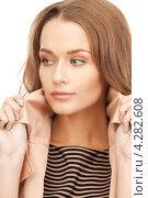 Купить «Привлекательная девушка в длинными волнистыми русыми волосами в бежевом плаще на белом фоне», фото № 4282608, снято 10 октября 2010 г. (c) Syda Productions / Фотобанк Лори